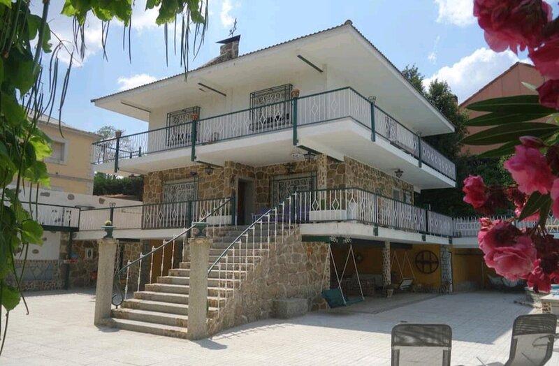SUYOLUCE, chalet con piscina privada *El Escorial*, location de vacances à Galapagar