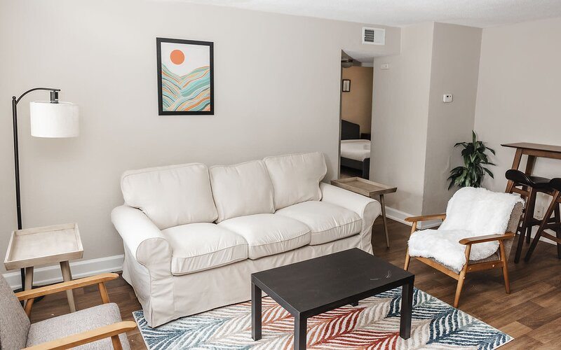 Charming Student Housing w/ Self Check In, holiday rental in Bridgeton