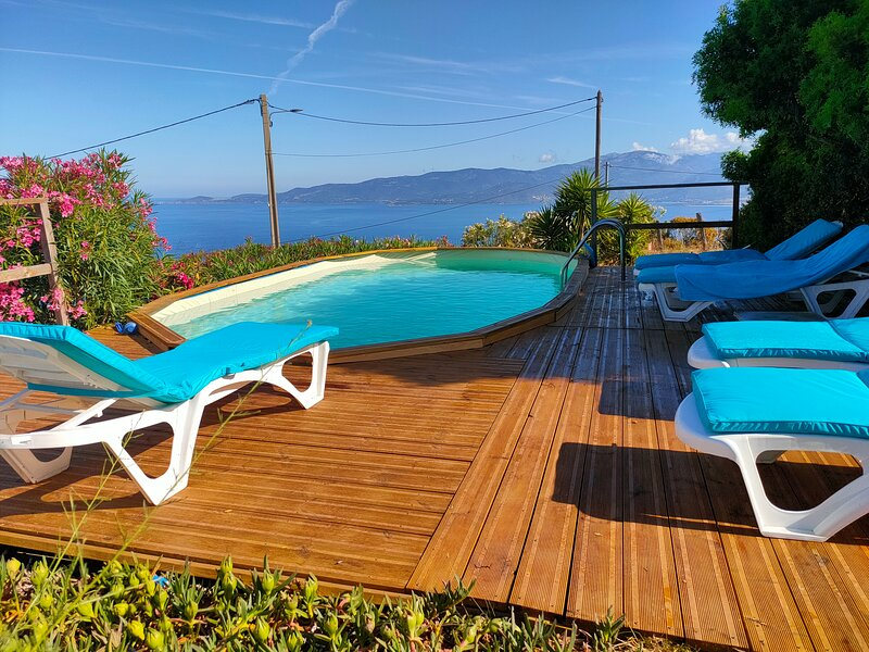 Grande villa sur le golfe, location de vacances à Calcatoggio