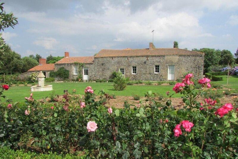 Spacious house with garden & Wifi, location de vacances à L'Aiguillon-sur-Vie