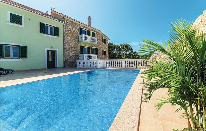 Stunning apartment in Banj with Outdoor swimming pool and WiFi (CDU436), vacation rental in Banj