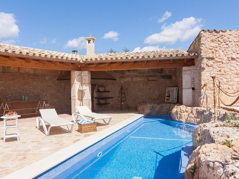 Ca Nostra - Beautiful townhouse with pool in Algaida, holiday rental in Algaida