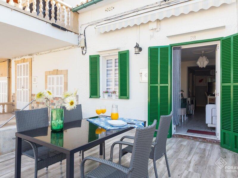 Casa Maria - Beautiful house with terrace in Can Picafort, aluguéis de temporada em Ca ' n Picafort