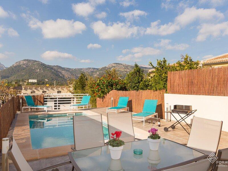 Casa Lluna - Beautiful town house with pool in Campanet, aluguéis de temporada em Campanet