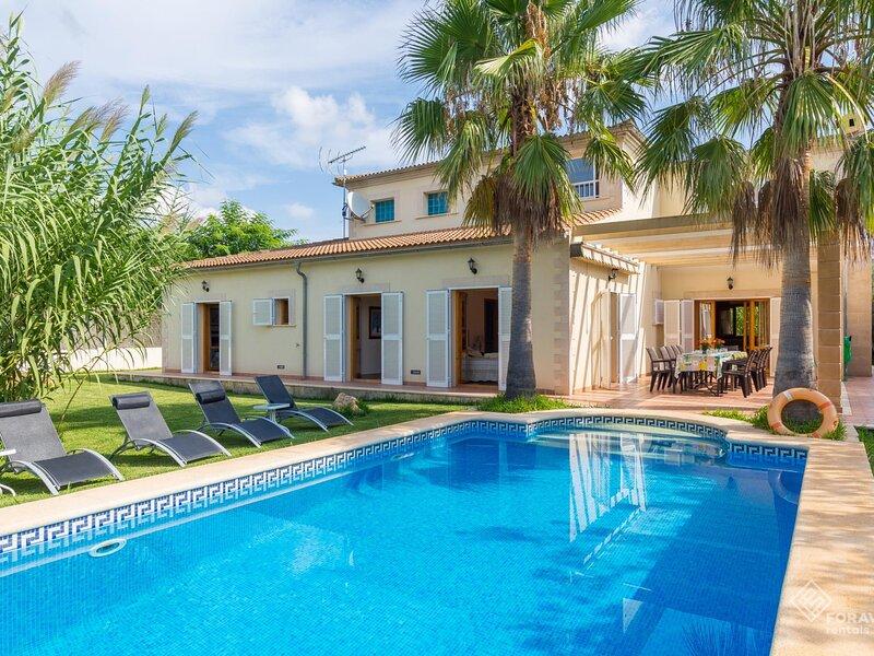Villa La Romana - Beautiful villa with pool and garden in Crestatx, aluguéis de temporada em Sa Pobla