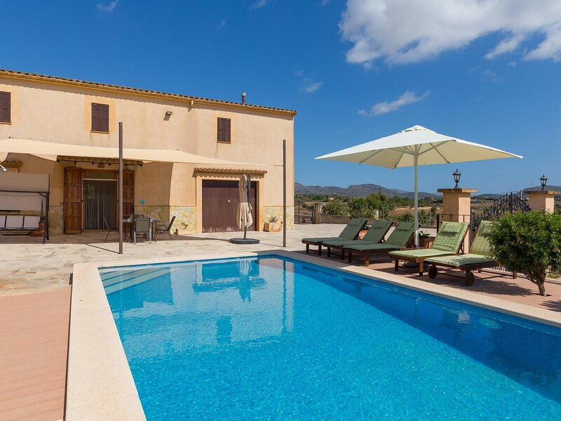 Can Pont - Beautiful villa with pool and garden in Manacor, vacation rental in Porto Cristo