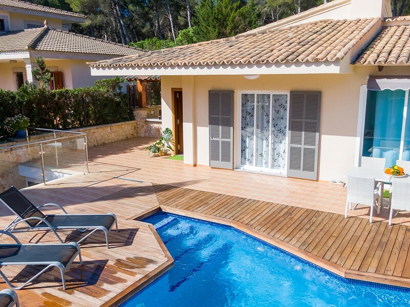 Villa Romani - Spectacular chalet with pool in Can Picafort, aluguéis de temporada em Ca ' n Picafort