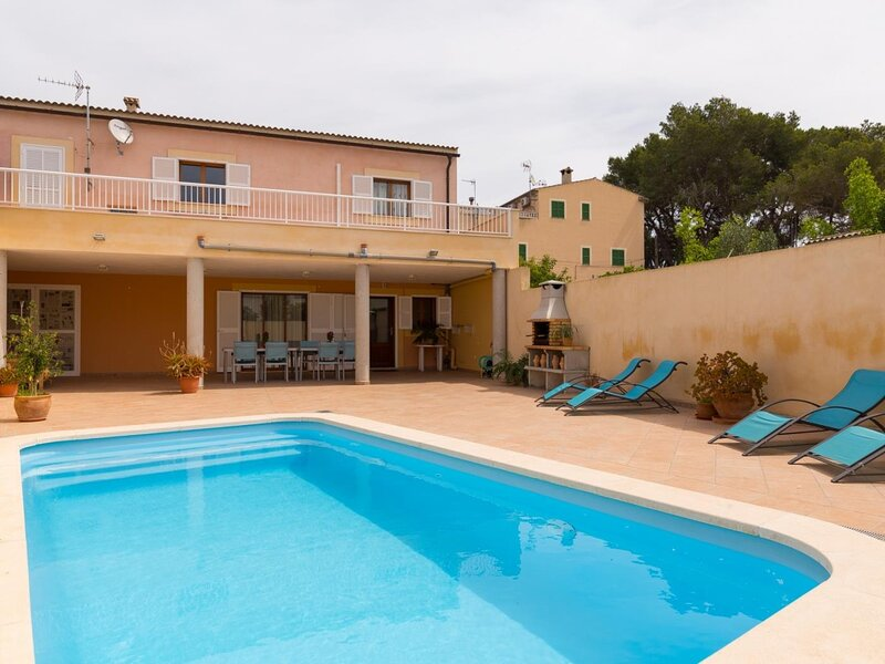 Villa Marimar - Nice townhouse with pool in Muro, holiday rental in Muro