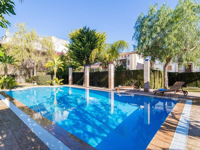 Can Mandol - Spectacular luxury house with pool and large garden, aluguéis de temporada em Inca