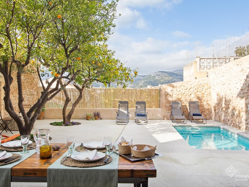 Cas Sovis - Beautiful town house with pool and terrace in Campanet, aluguéis de temporada em Campanet