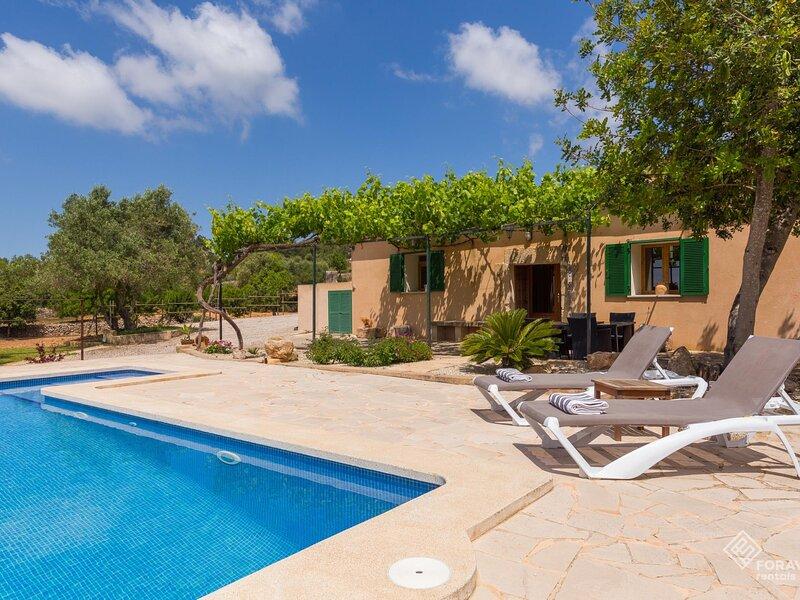 Son Fornes - Beautiful villa with pool and garden in Algaida, holiday rental in Algaida