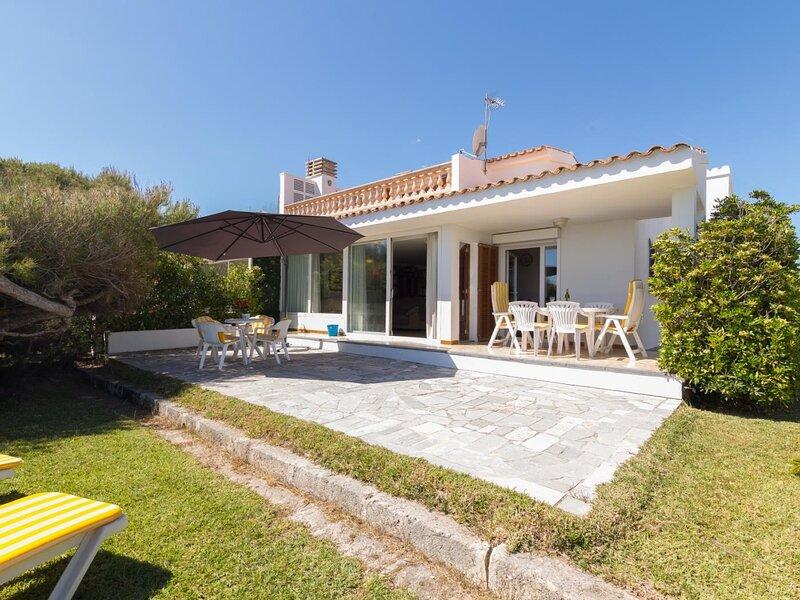 Villa Joy - Beautiful villa with garden on the beach of Platges de Muro, casa vacanza a Playa de Muro