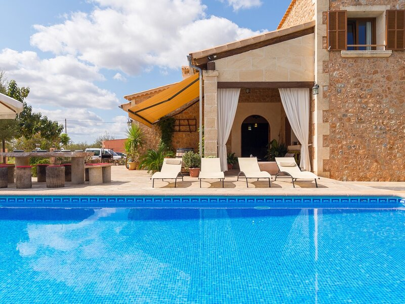 Es Rafalot - Beautiful villa with pool and garden in Binissalem, holiday rental in Sencelles