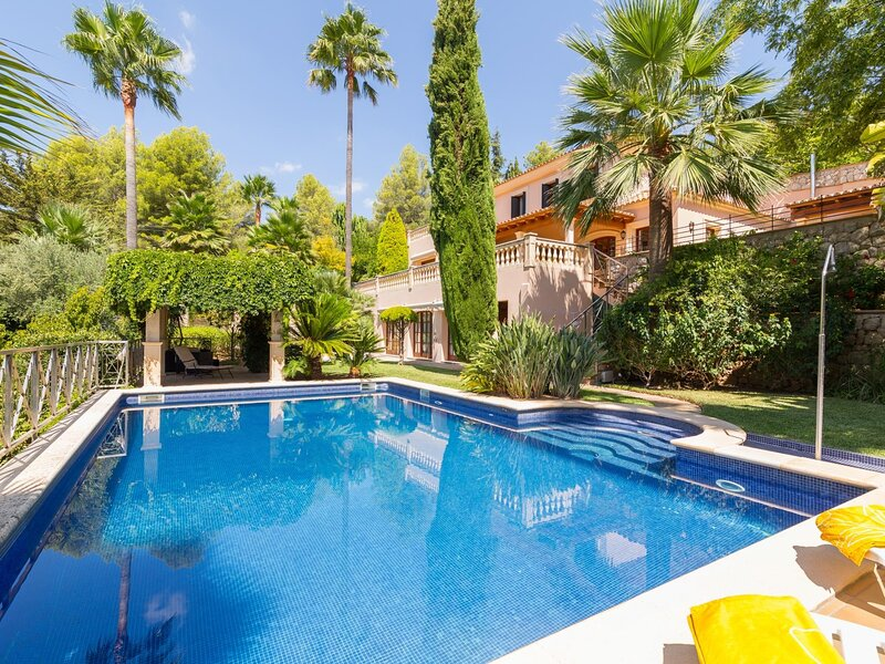 Tierraseca - Spectacular villa with pool and garden in Bunyola, vacation rental in Sa Cabaneta
