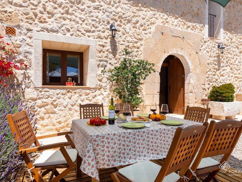 Rafal des Turo - Beautiful villa with pool and garden in Santa Margalida, aluguéis de temporada em Santa Margalida