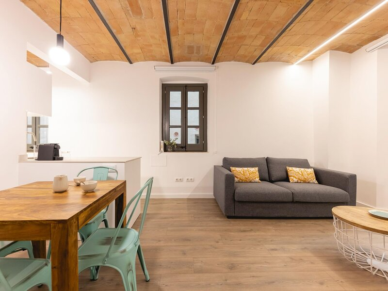 Entresol A - Holiday apartment in Girona, holiday rental in Sant Gregori