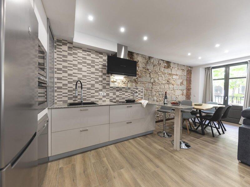 Rambla Eiffel 1 - Holiday apartment in Girona, holiday rental in Sant Gregori