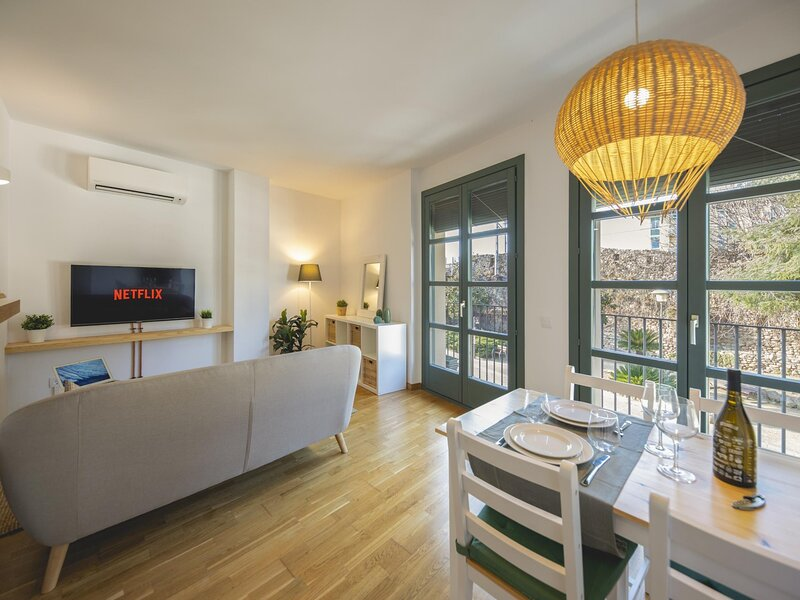 Sant Pau - Holiday apartment in Girona, holiday rental in Sant Gregori