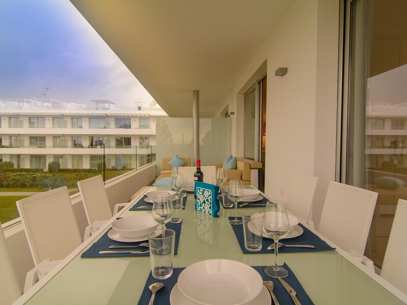 Belaire 4 bedroom apartment with terrace and shared pools, vacation rental in Benamara