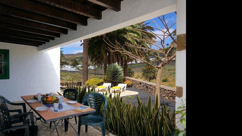 Villas Finca la Crucita 2 Bedrooms, holiday rental in Maguez