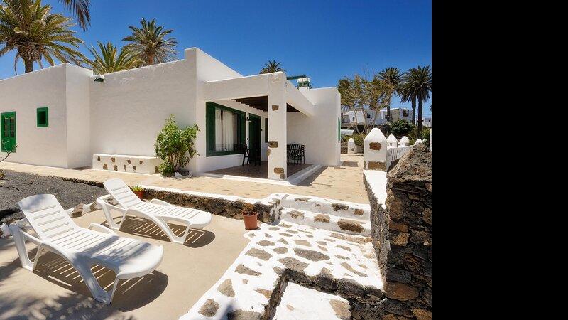 Villas Finca la Crucita 2 Bedrooms type 2, holiday rental in Maguez