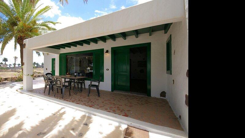 Villas Finca la Crucita 3 Bedrooms, holiday rental in Maguez