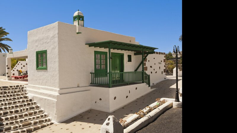 Villas Finca la Crucita 3 Bedrooms Type M, holiday rental in Maguez