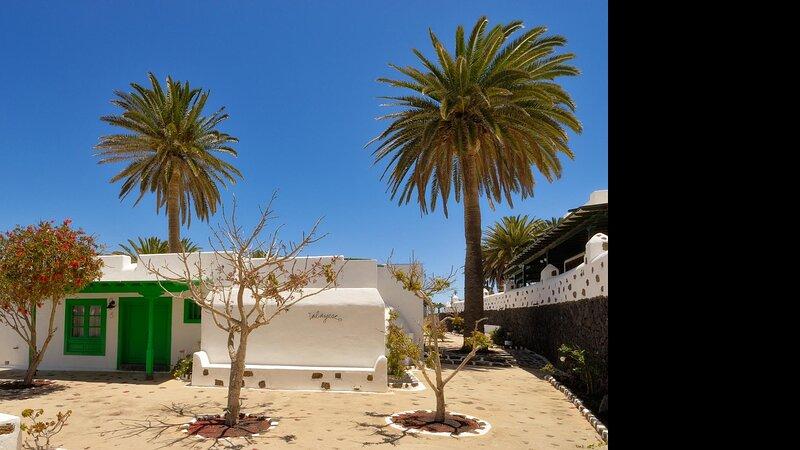 Villas Finca la Crucita 3 Bedrooms Type T, holiday rental in Maguez