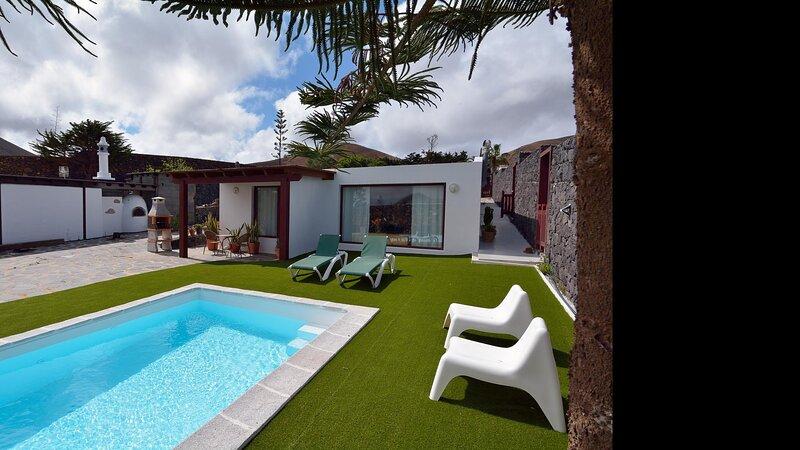 Villa Nelida Private Pool ideal for Peace Lovers, alquiler vacacional en Mozaga