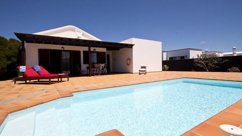 Villa Campesina with Private Pool Tomaren, alquiler vacacional en Mozaga