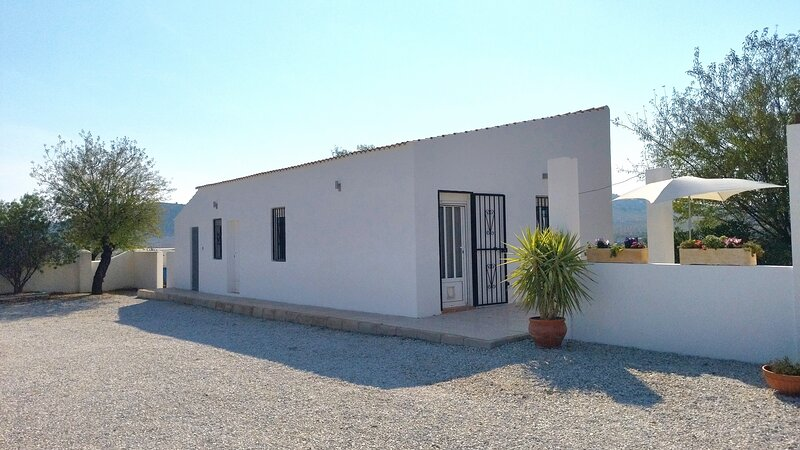 Immaculate 2-Bed, 2-Bathroom Casa in Oria, Almeria, location de vacances à Albox