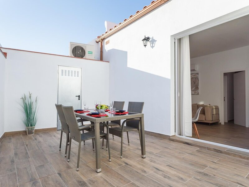 20km from Barcelona and next to the beach, terrace , matarolux7, holiday rental in Mataro