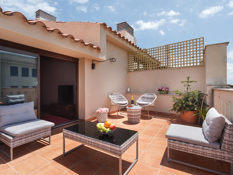 25km Barcelona · Duplex with 2 terraces and close to the beach, holiday rental in Mataro