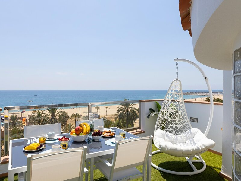25km From Barcelona Front beach apartment.mat17, holiday rental in Mataro