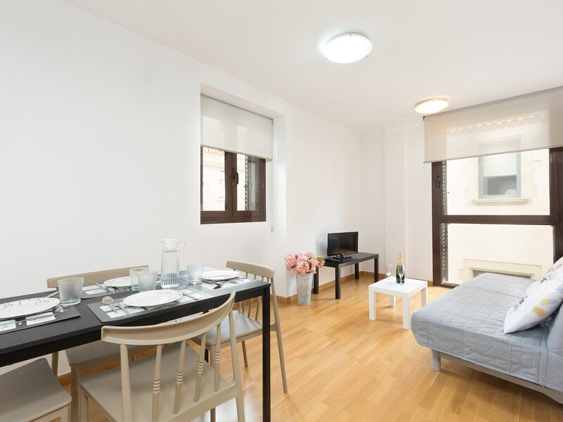 25km From Barcelona next to the beach and train station.matarolux14, holiday rental in Mataro