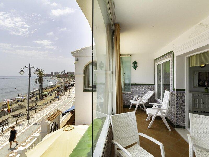 Apartment with sea views in 1st line beach Santa Ana, alquiler de vacaciones en El Arroyo de la Miel