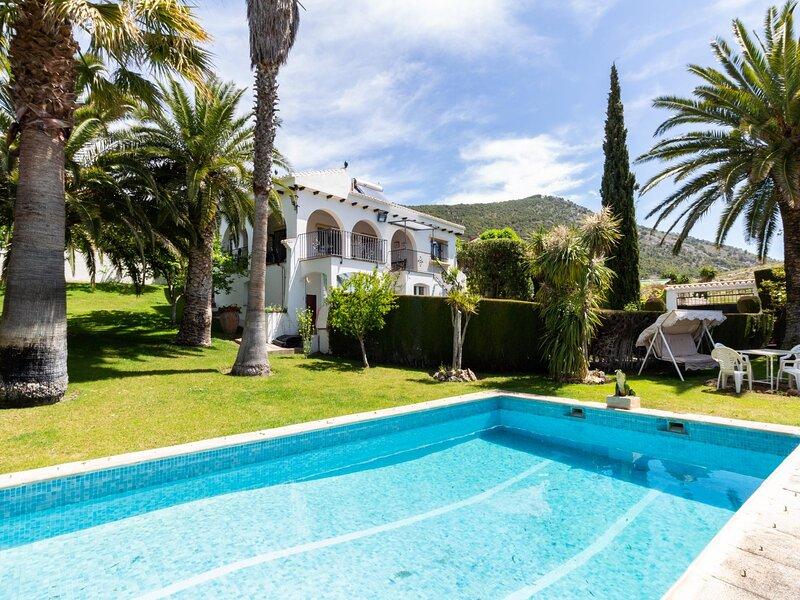 Apartment with pool, wifi and garden oasis, alquiler vacacional en Dílar