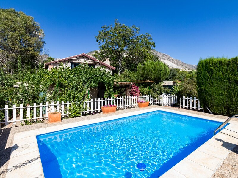 Cottage with pool and large garden, vacation rental in Villamena