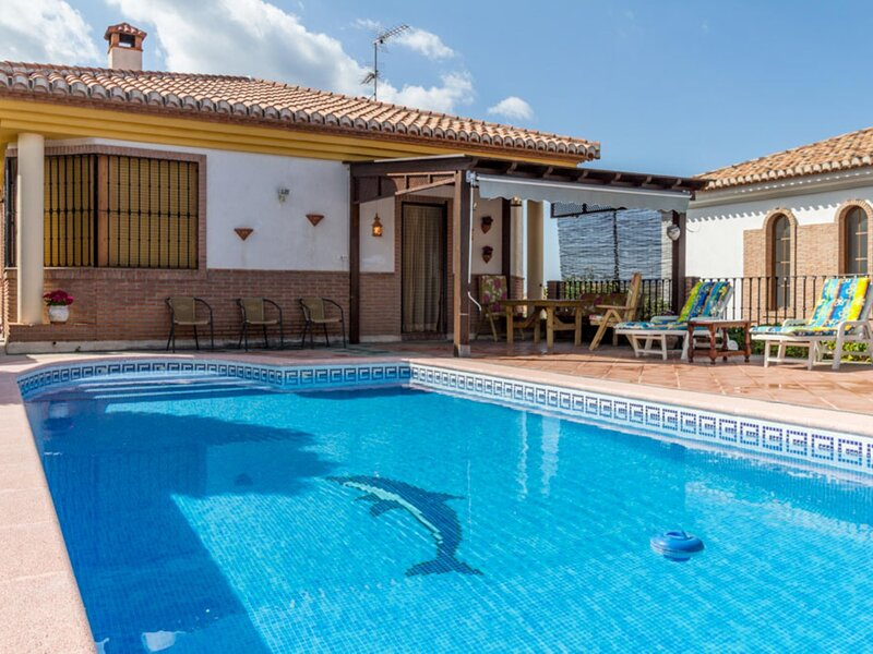 Beautiful country house with pool, terrace and views, vacation rental in Villamena