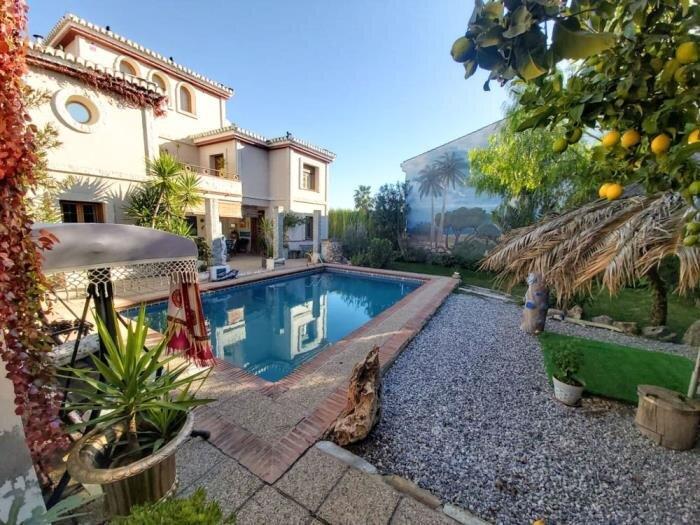 Beautiful house with pool, garden and wifi, alquiler vacacional en Dílar