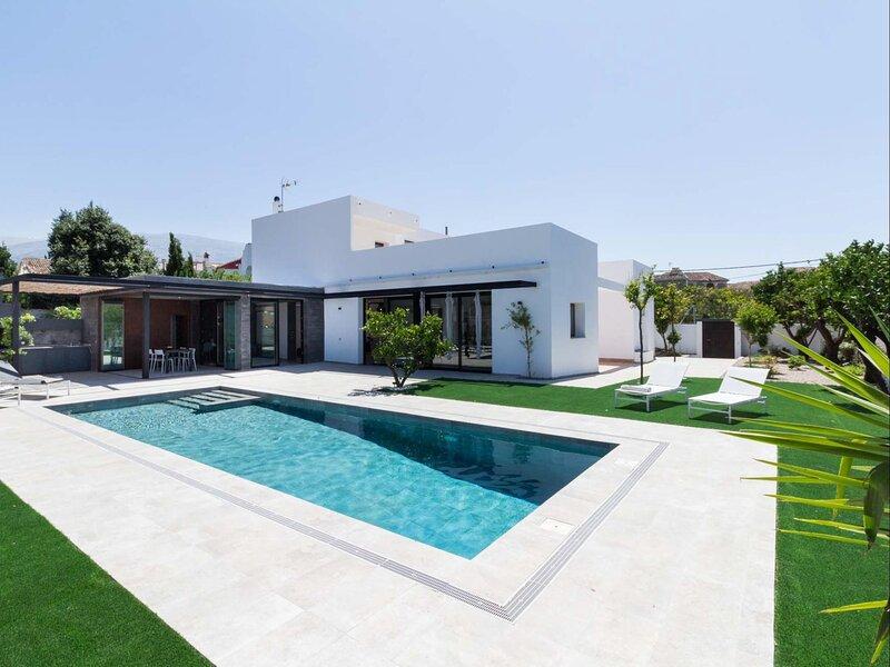 Exclusive Villa with garden and heated pool, aluguéis de temporada em Albunuelas