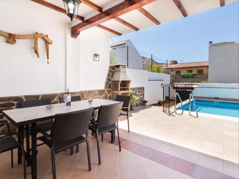 Brand new house with pool, barbecue, wifi and aircon, alquiler de vacaciones en Nigüelas