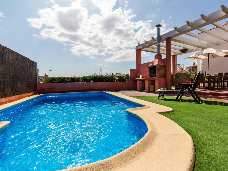 Cottage with pool, terrace with views and wifi, alquiler vacacional en Dílar