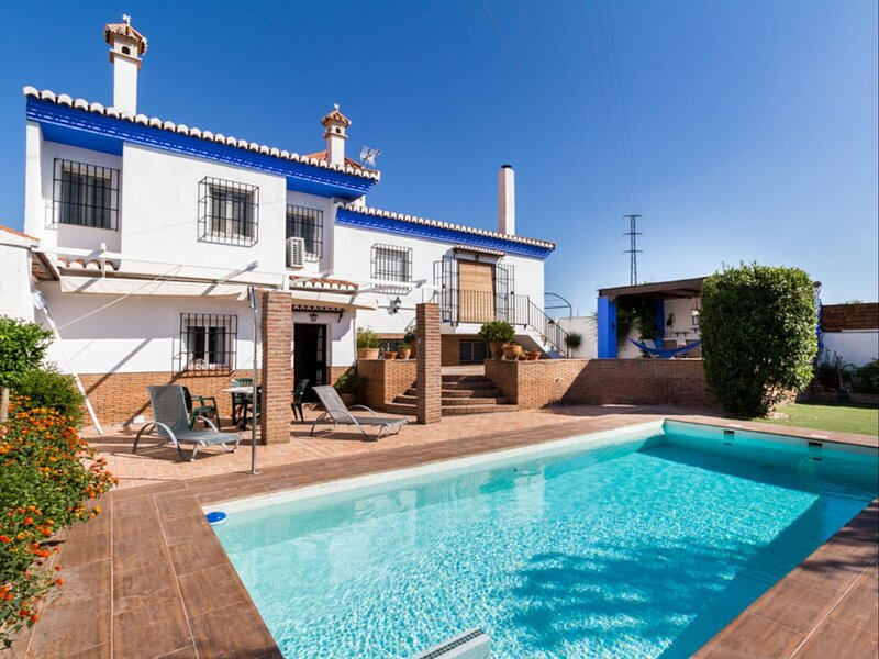 Beautiful heated house, with pool and garden, vacation rental in Villamena