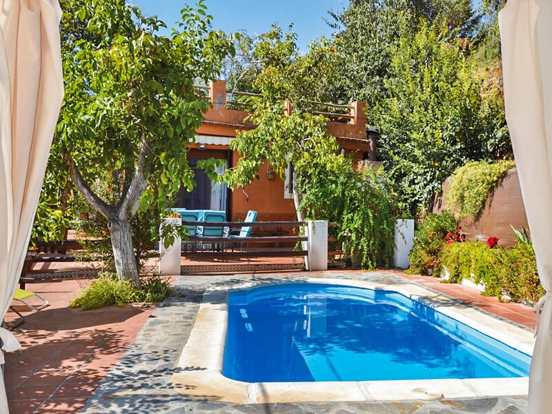 Traditional Rustic Farmhouse with pool and views, vacation rental in Pinos del Valle