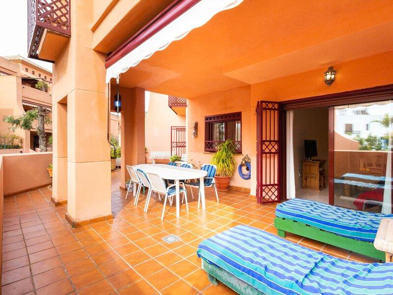 Apartment in luxury urbanization with large terrace, alquiler de vacaciones en Torrenueva