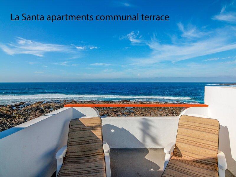 La Santa 4- Frontline apartment with amazing sea views from communal terrace, aluguéis de temporada em Soo