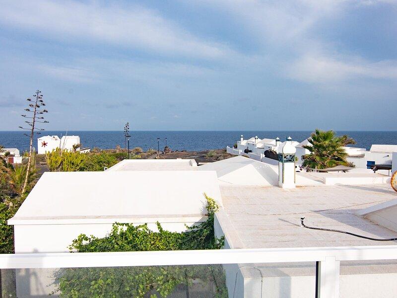 Bungalow Galán, 80m from the sea, amazing terrace and solarium with ocean views, alquiler de vacaciones en Charco del Palo