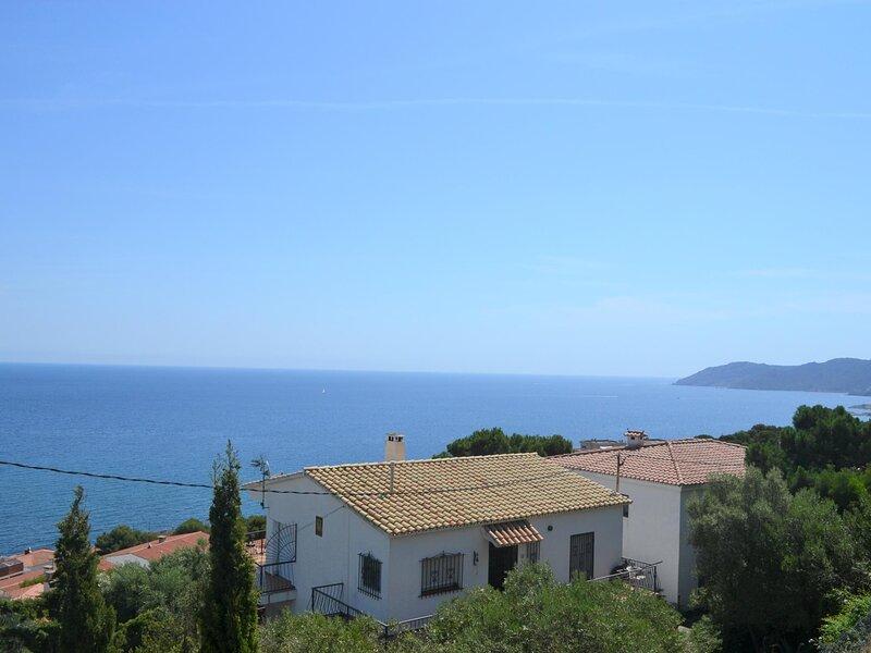 CAU DE LLOP 1 Fantastic apartment with spectacular sea views!, casa vacanza a Garriguella