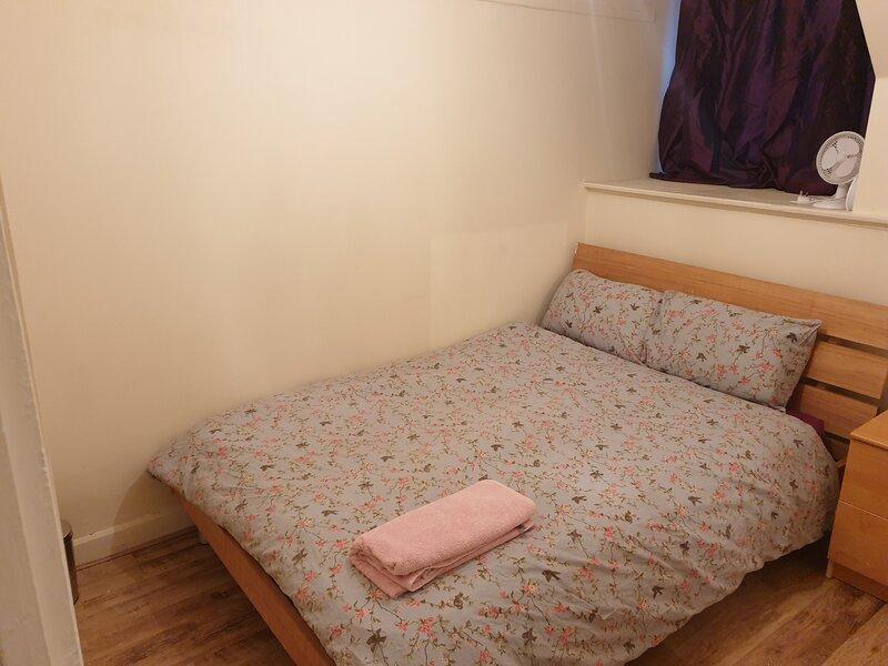 Splendid 4 bedrooms Home., holiday rental in Bury